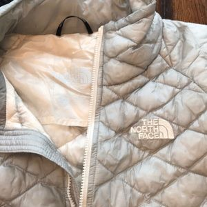 The North Face Jackets & Coats - The North Face women's Thermoball jacket